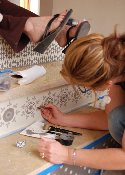 Hazlo tú mismo: Decora tus escaleras con dibujos de henna