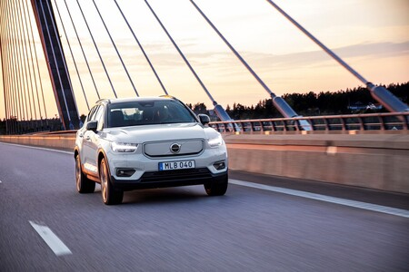 El SUV eléctrico Volvo XC40 Recharge estrena su versión más barata, con un único motor de 231 CV y 400 km de autonomía