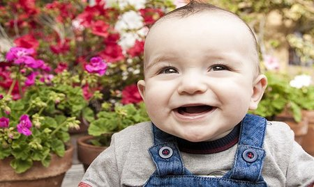 La foto de tu bebé: Diego y las flores
