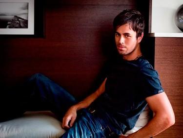 Toca rendir pleitesía al Rey Enrique Iglesias... WTF!!!