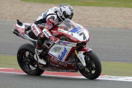 Superbikes Gran Bretaña 2011: Carlos Checa vuelve a la senda de la victoria