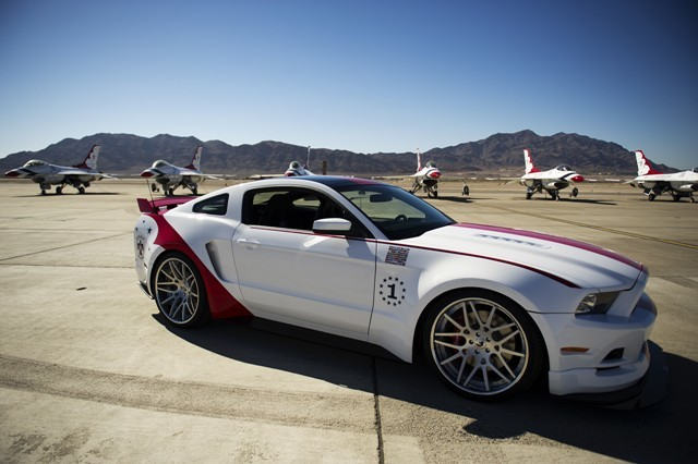 Foto de Ford Mustang US Air Force Thundebirds (4/5)