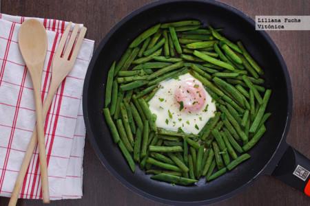 Sartén de judías verdes redondas con huevo al zaatar. Receta saludable