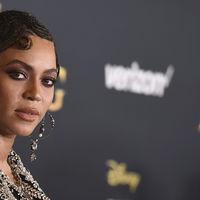 """Beyoncé vuelve a su look más """"Lemonade"""" y llena su melena de trenzas"""