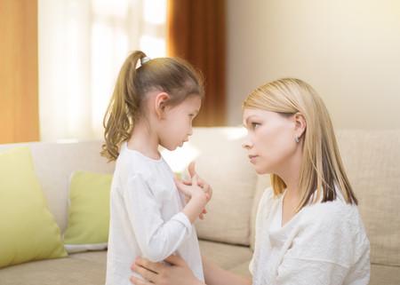 Madre Hablando Hija