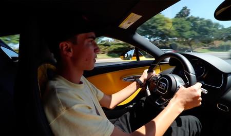 Nada como un Bugatti Chiron para sacarse el carné de conducir y, si no, que se lo digan a este chaval de 17 años
