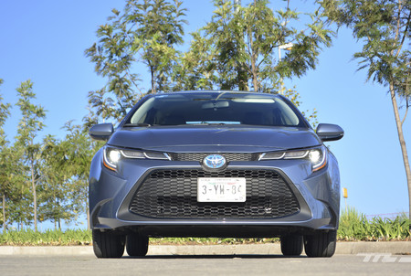 Toyota Corolla Hybrid 2020 3