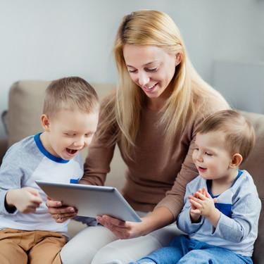 El Gobierno prepara una prestación para los padres sin opción de teletrabajo que deben cuidar de sus hijos