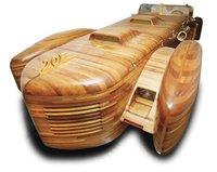 Un Cadillac de madera con dos motores V8