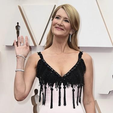 El rosa y el negro forman una buena pareja. Palabra de Laura Dern en la alfombra roja de los Oscar 2020