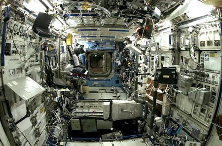 La Estación Espacial Internacional es un desastre por dentro... pero tiene sentido