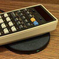 Esta calculadora se lanzó hace 45 años y ha sido modificada para tener carga inalámbrica y volver a funcionar como el primer día