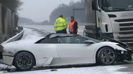 Lamborghini Murcielago Roadster accidentado en la nieve