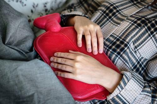 ¿Las mujeres aguantan el dolor mejor que los hombres? Esto es lo que dice la ciencia