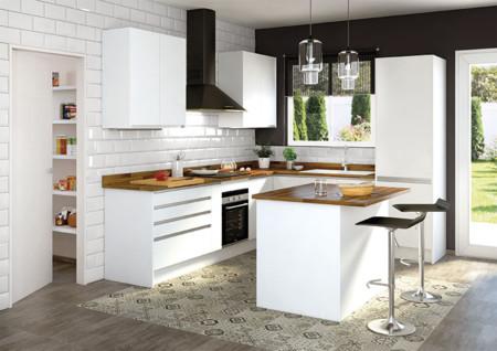 Una cocina luminosa y actual los muebles blancos son - Microcemento leroy merlin ...