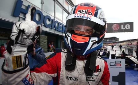 Patric Niederhauser y Mitch Evans ganan un fin de semana caótico de la GP3 con dominio del coche de seguridad