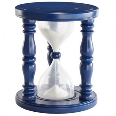Un reloj de arena gigante que sirve como taburete