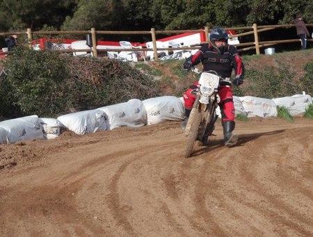 Disfrutando de las motos eléctricas off-road en QuantyaPark (II)