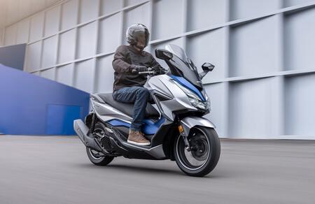 El Honda Forza 125 se renueva con control de par, estética revisada y los mismos 15 CV