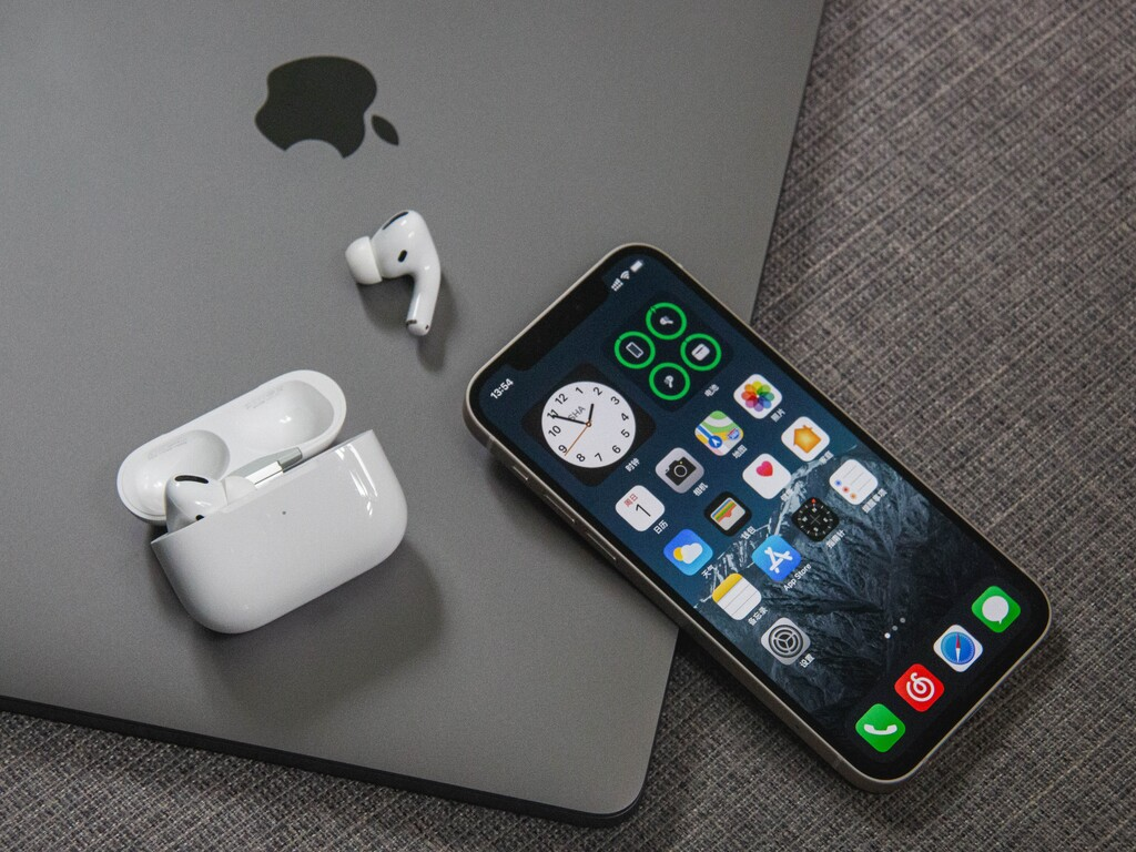 Rumorsfera: Un Mac™ u un iPad que pueden cargar vuestro iPhone, Apple™ Watch u AirPods de figura inalámbrica