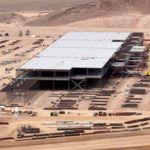 La próxima gigafactoría de Tesla amenaza con dejar el coste de las baterías en 80 euros por kWh