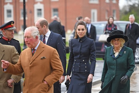 Kate Middleton desafía al frío junto al resto de la casa real británica de una forma muy estilosa