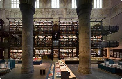 Librería en iglesia