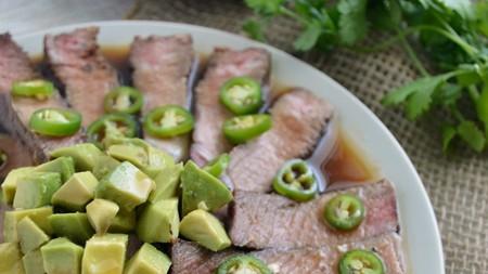 Aguachile de rib eye con jalapeños. Receta mexicana fácil