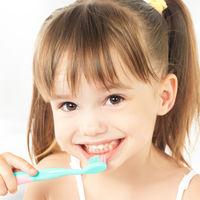 En verano aumenta el riesgo de problemas bucodentales en niños: cinco consejos para prevenirlos