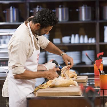 ¿Cómo cocinar una serpiente? La prueba más difícil de MasterChef Celebrity se lleva a uno de los aspirantes que mejor cocinaba