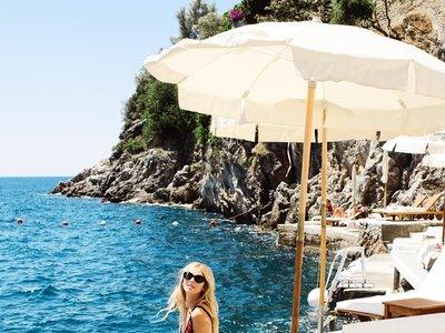 7 razones gráficas por las que el bikini de tiro alto (muy alto) es un must a tener en cuenta
