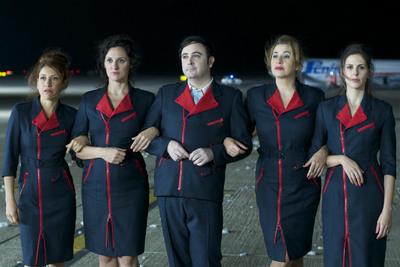 Los amantes pasajeros de Almodóvar apuestan por la moda española