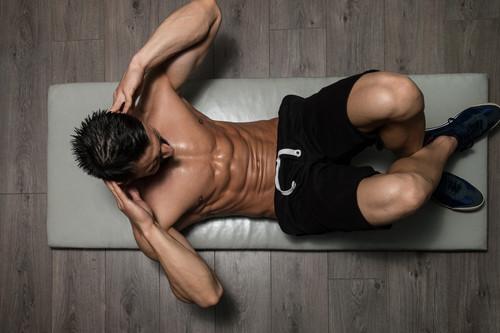 Cinco ejercicios que no pueden faltarte en el gimnasio si quieres lucir abdominales en 2020