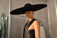 Alla Kostromichova backstage fitting Martin Lamothe Mercedes-Benz Fashion Week Madrid Otoño-Invierno 2014/2015