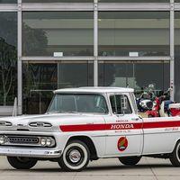 Honda cumple 60 años en Estados Unidos y para festejarlo, restauró ¡una pickup Chevrolet clásica!