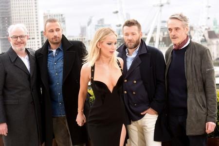 Jennifer Lawrence sólo aguantó tres minutos viendo 'El hilo invisible' y esto ayuda a entender un poco mejor los Óscar