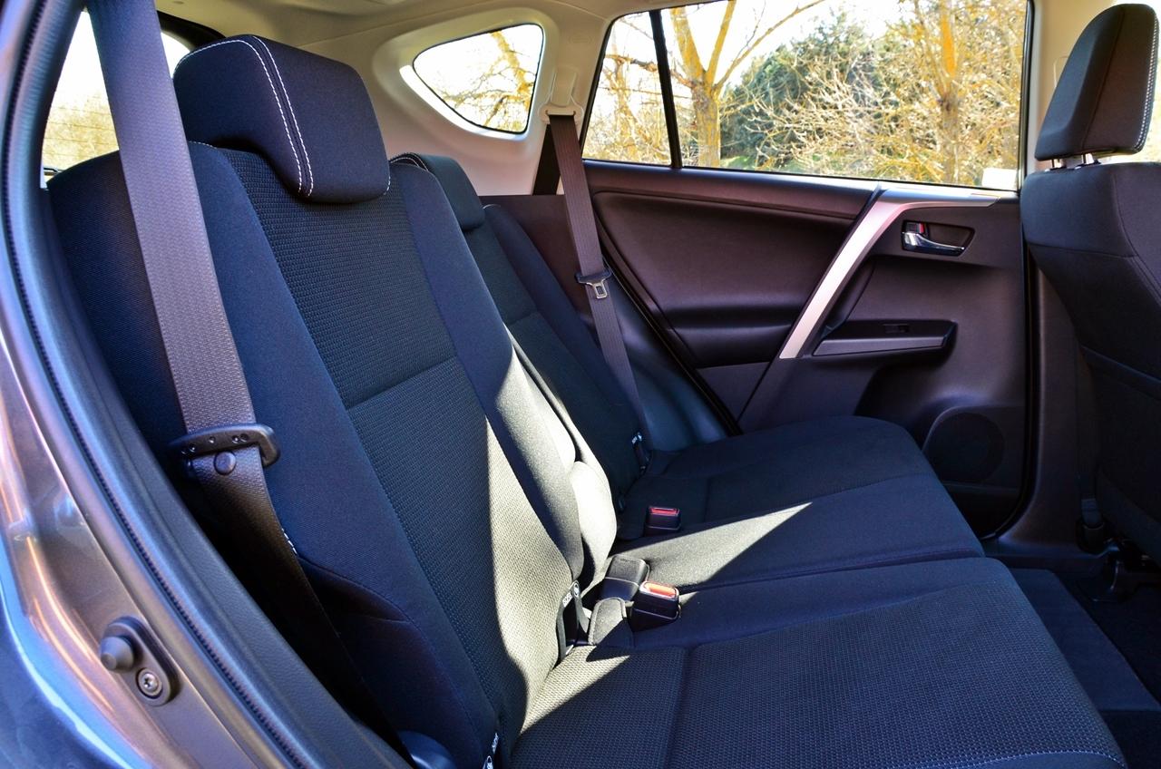 Foto de Toyota RAV4 150D Advance (61/75)