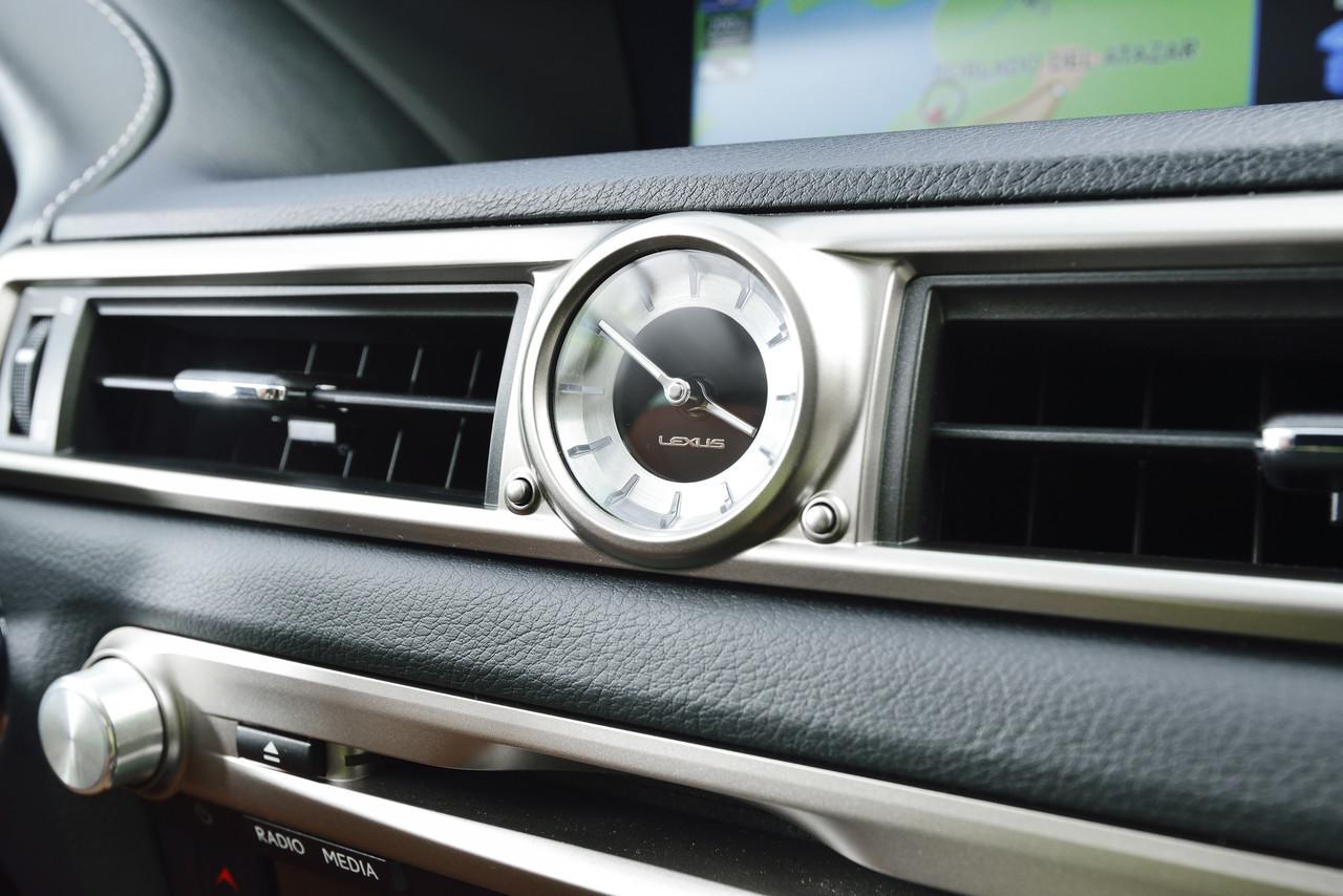 Foto de Lexus GS 300h (31/153)