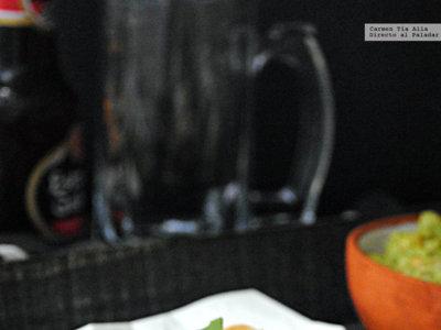 Quesadillas de frijoles refritos y queso fundente. Receta