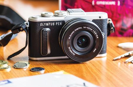 Olympus PEN E-PL8, Sony A7 III, Canon EOS 4000D y más cámaras, objetivos y accesorios en oferta: Llega Cazando Gangas