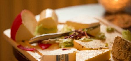 Marchando una tabla de quesos británicos para nuestro picoteo del finde