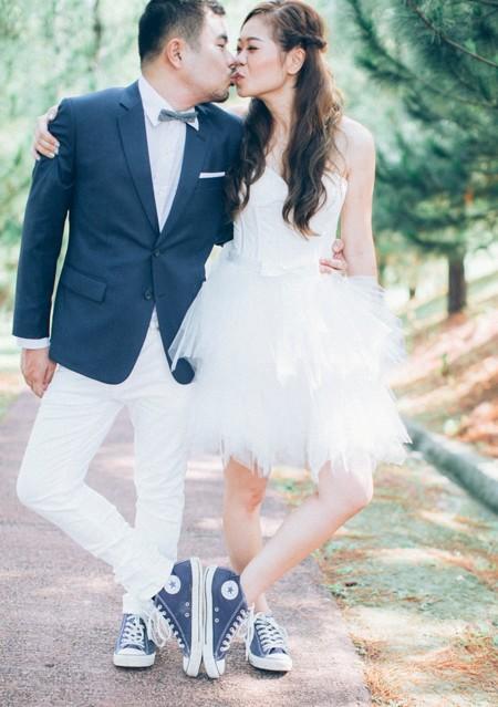 casarse con deportivas: las sneakers conquistan el único terreno que