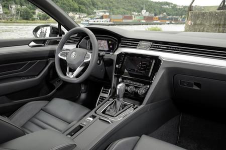 Volkswagen Passat R Line Performance 2020 interior