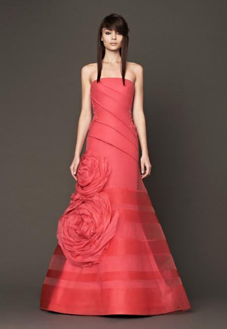 Una novia con su vestido de color?