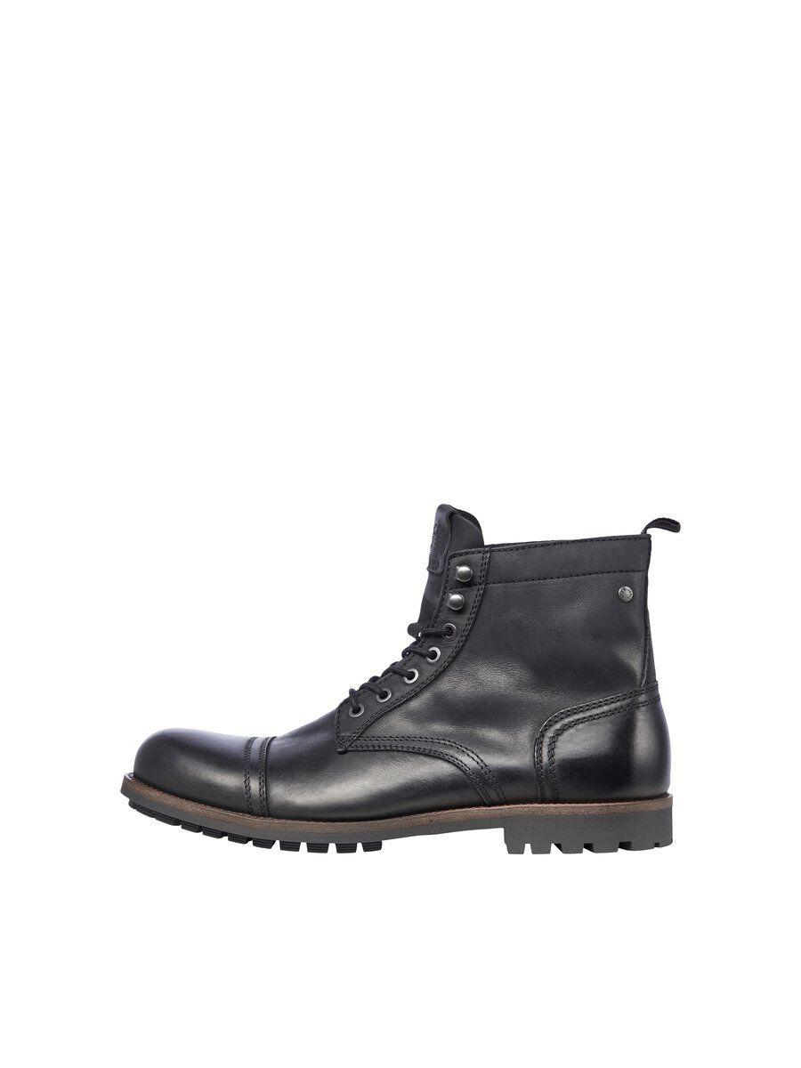 - Botas negras de piel - Forro de piel y suela con paneles de goma - Diseño con cordones - Suela de goma para más flexibilidad - Diseño de caña alta, ideal para el invierno