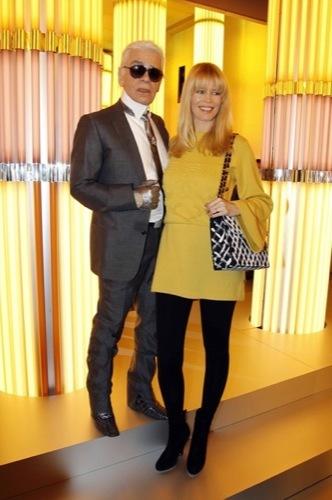 Claudia Schiffer en el front row de Chanel Alta Costura: ¿un look con clase? Karl
