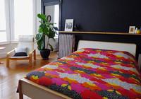 Idea lowcost para cabecero: una repisa sobre tu almohada