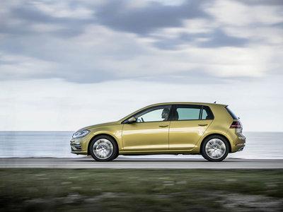 A 130 km/h el Volkswagen Golf BlueMotion apaga el motor y circula en rueda libre