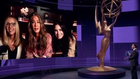 Virtual Friends: Lisa Kudrow, Courteney Cox y Jennifer Aniston pidieron un Glovo a 'Central Perk' y vieron los premios Emmy 2020 juntas