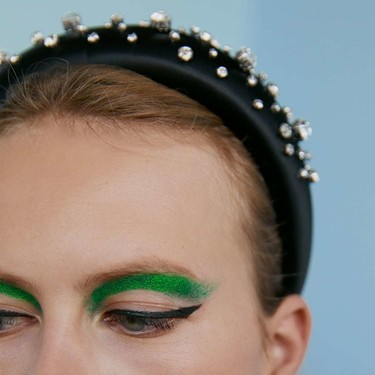 Pull & Bear, Zara y Bershka son las marcas perfectas para encontrar propuestas de maquillaje originales y favorecedoras